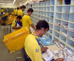 Carteiros voltam a trabalhar após dois meses de greve dos Correios