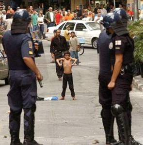 Menino de 9 anos tenta confrontar policiais na favela da Rocinha (RJ)
