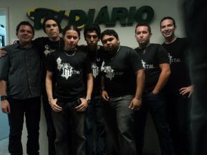 Em 2012, a banda faz sua primeira apresentação no programa Paz e Amor