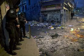 Policia invadindo o morro de Santa Teresa