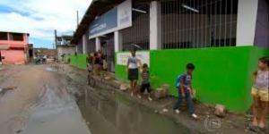 Alunos sofrem dificuldades para chegarem a escola após chuva intensa no Montese