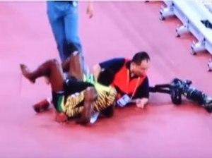 Usain Bolt é atropelado por cinegrafista