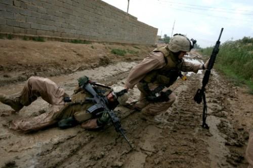 Soldado sob fogo cruzado resgata amigo