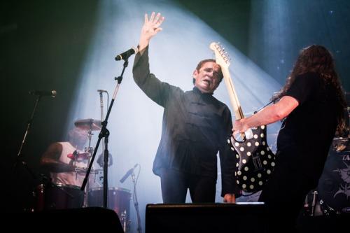 Zé Ramalho e Sepultura cantam juntos no Rock In Rio. Arquivo Folha de Sao Paulo