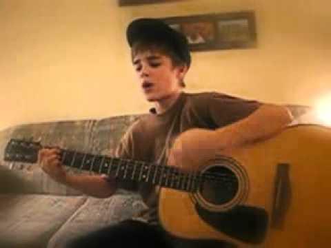 Justin Bieber começou a fazer sucesso através dos seus vídeos no YouTube