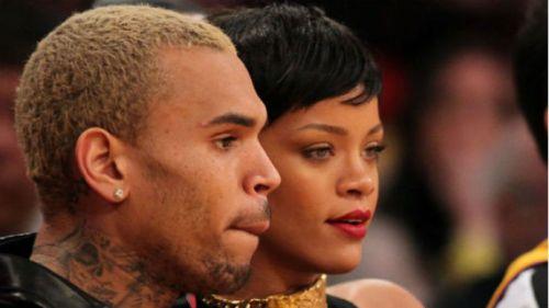 Rihanna com o seu ex-namorado Chris Brown em jogo de basquete