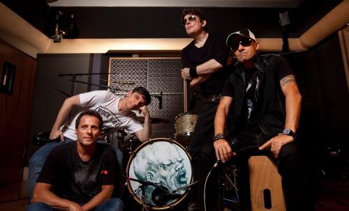 A banda foi premiada com um Grammy Latino em 2009 e quatro vezes com o Troféu Imprensa.