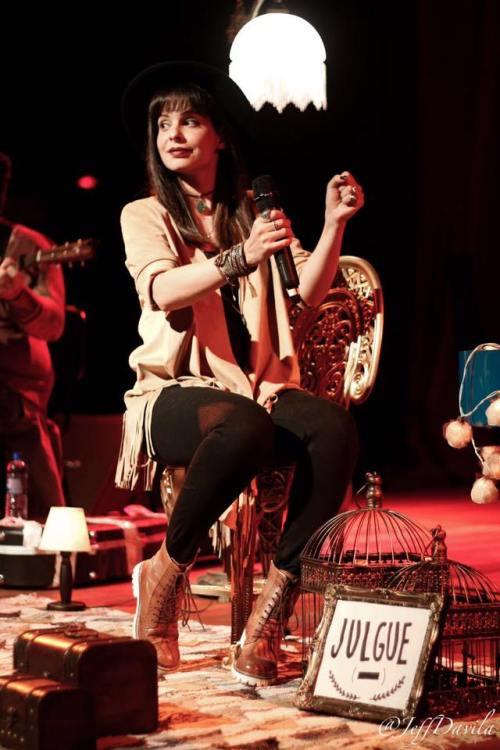 Marcela Taís se diverte durante apresentação em Brasilia