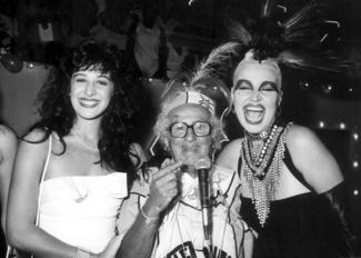 Elke posando ao lado de Claudia Raia e Chacrinha em 1988