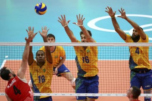 Brasil vence o Canadá no vôlei masculino por 3 sets a 1.
