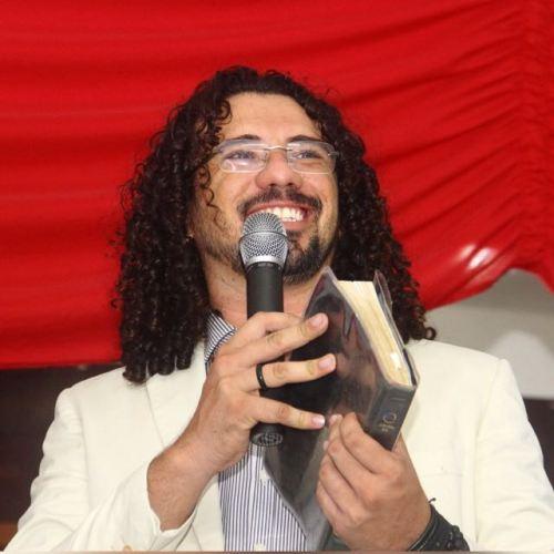 Alan Luz, Apostolo da Igreja Apostólica Filhos da Luz e fundador e dirigente da congregação inclusiva, em Fortaleza.