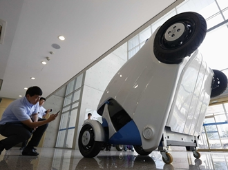 korea-invents-an-armadillo-car-that-folds-up-after-you-park-it
